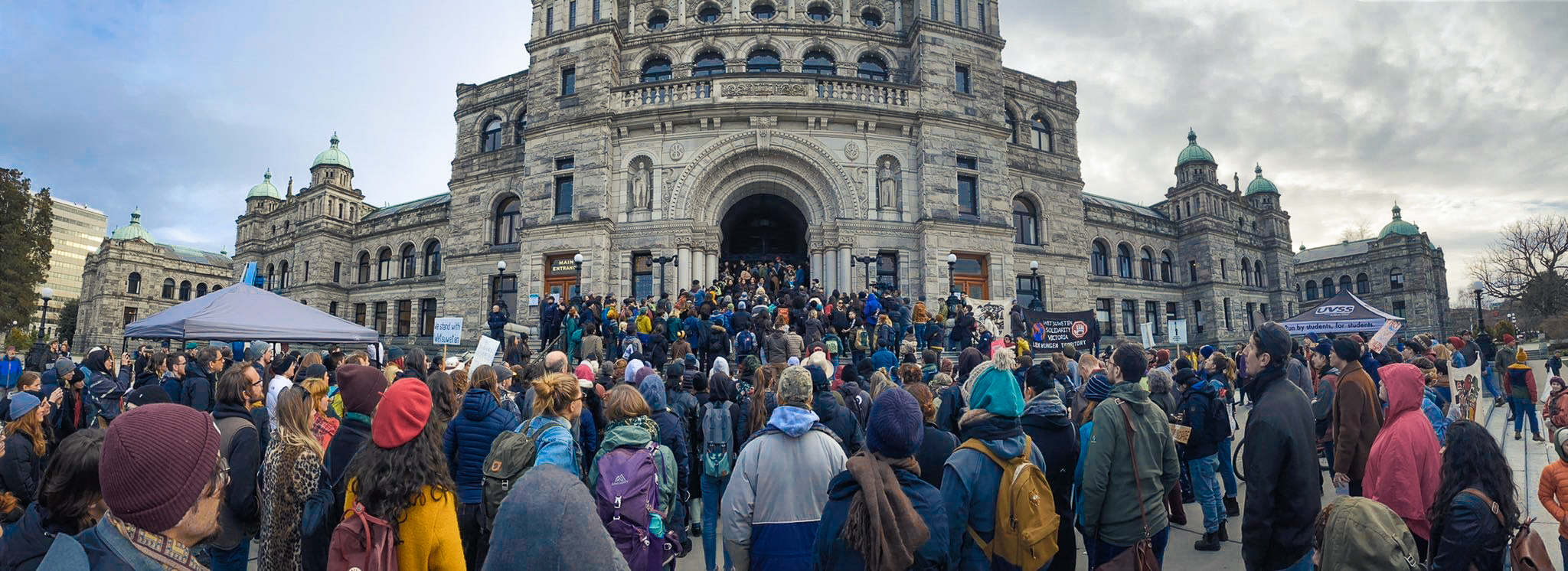 A crowd gathers in front of the injunction-encrusted BC Legislature here on Lekwungen territories, in solidarity with Wet'suwet'en!