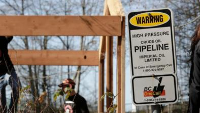 Workers building a house near Kinder Morgan's Trans Mountain Pipeline Burnaby Terminal in British Columbia in March 2018. (Photo: Jason Redmond, AFP via Getty Images)